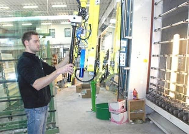 handling-large-size-glass-panels