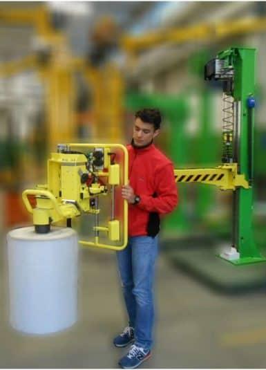 Загрузка рулонов на упаковочные машины без усилий