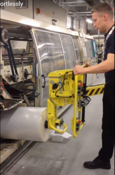 Загрузка рулонов Unilever на термоусадочные машины