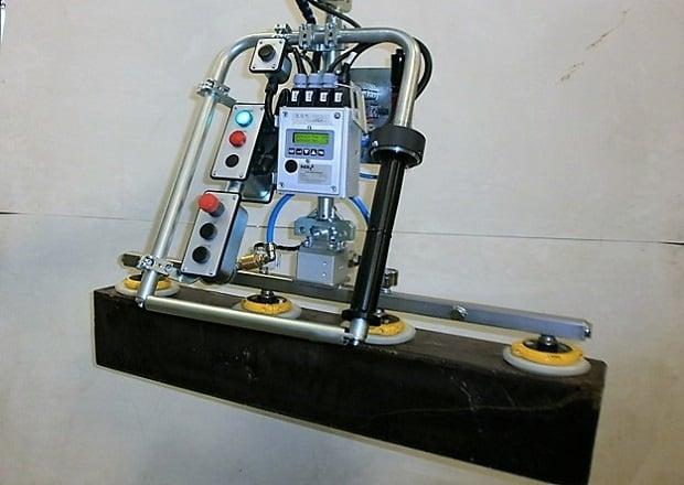 Манипулятор для какао-блоков с инструментом из нержавеющей стали
