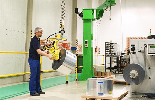 Промышленные манипуляторы для обработки продуктов разных размеров в полной эргономике и безопасности